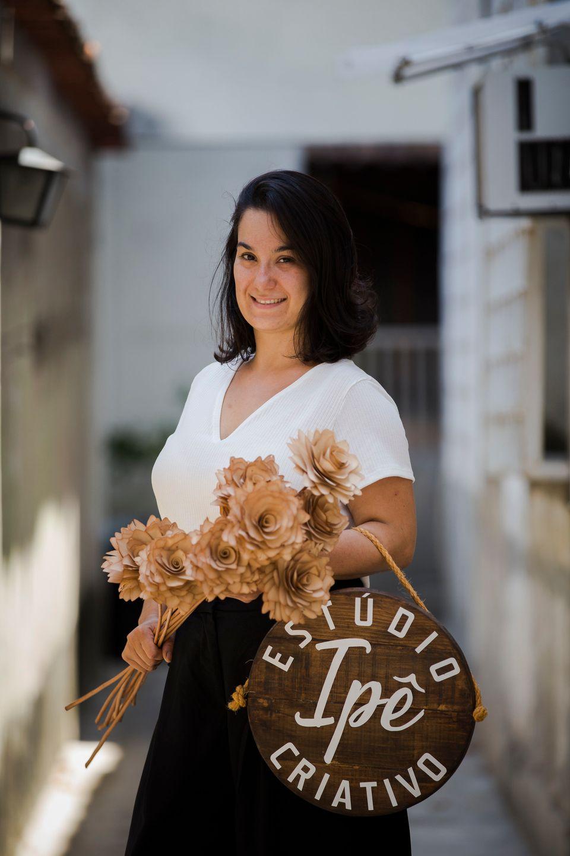 Renata também criou o Estúdio Criativo Ipê, que é meio um coletivo de mulheres,...