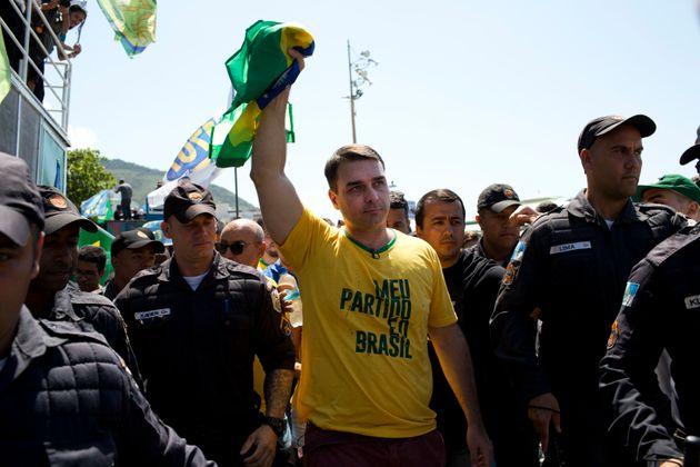 CPI para investigar Flávio Bolsonaro precisa de apoio de 171 deputados para sair do
