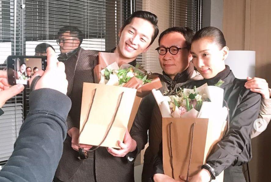 김서형이 '스카이캐슬' 마지막 촬영 인증샷 올리며 전한 말