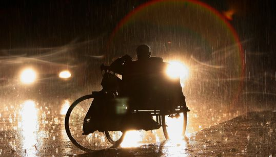 PHOTOS: It's POURING In Delhi And Twitter Is