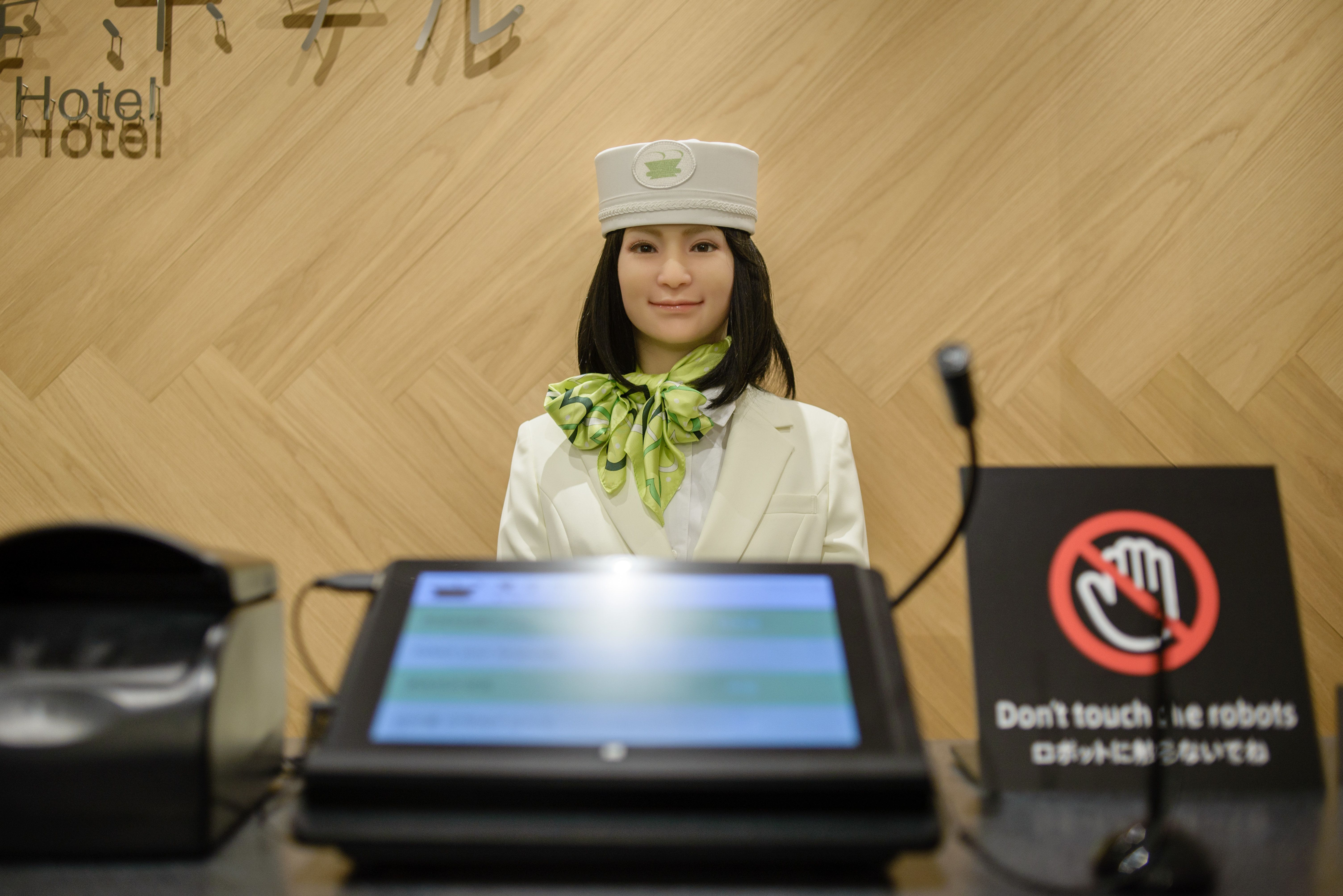 로봇 스텝을 고용했던 일본 호텔이 로봇을 해고시킨