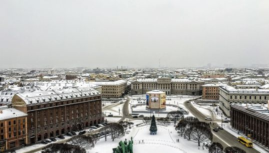 """Αγία Πετρούπολη: Ταξίδι στην παγωμένη """"Βενετία του"""