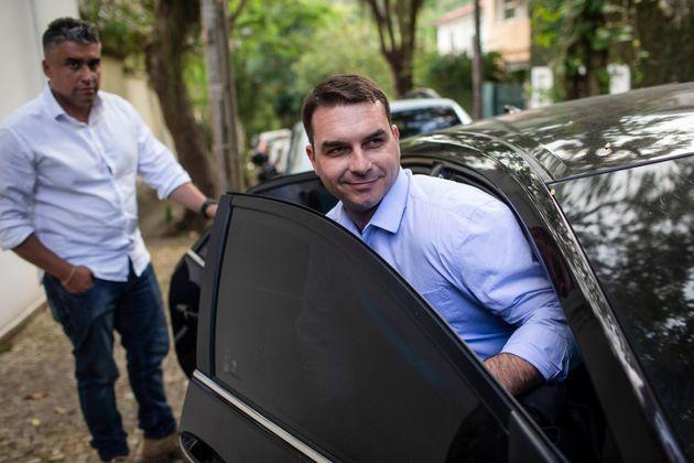 Para o senador eleito Flávio Bolsonaro, há uma campanha difamatória da imprensa...