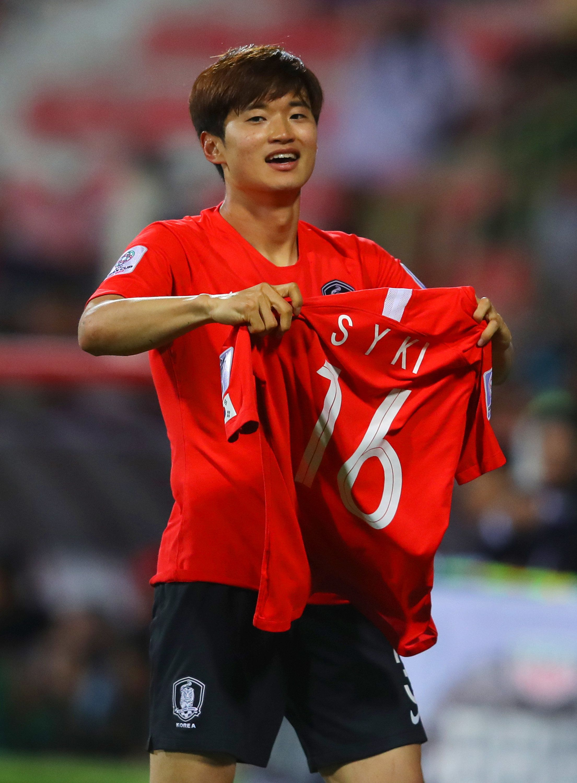 한국이 바레인을 연장 접전 끝에 2-1로 꺾고 8강에