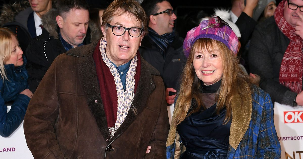 nta awards 2019 giles and mary from 39 gogglebox 39 serve. Black Bedroom Furniture Sets. Home Design Ideas