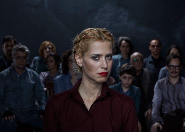 Mel Lisboa interpreta Grace, a protagonista que é abusada pelos moradores de uma vila na fábula...