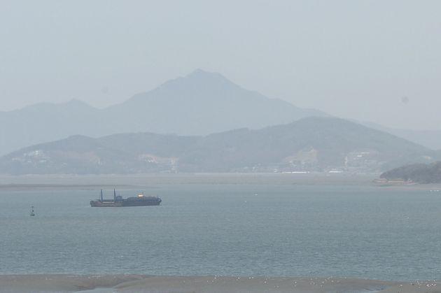 정부가 25일 첫 서해상 인공강우 실험을