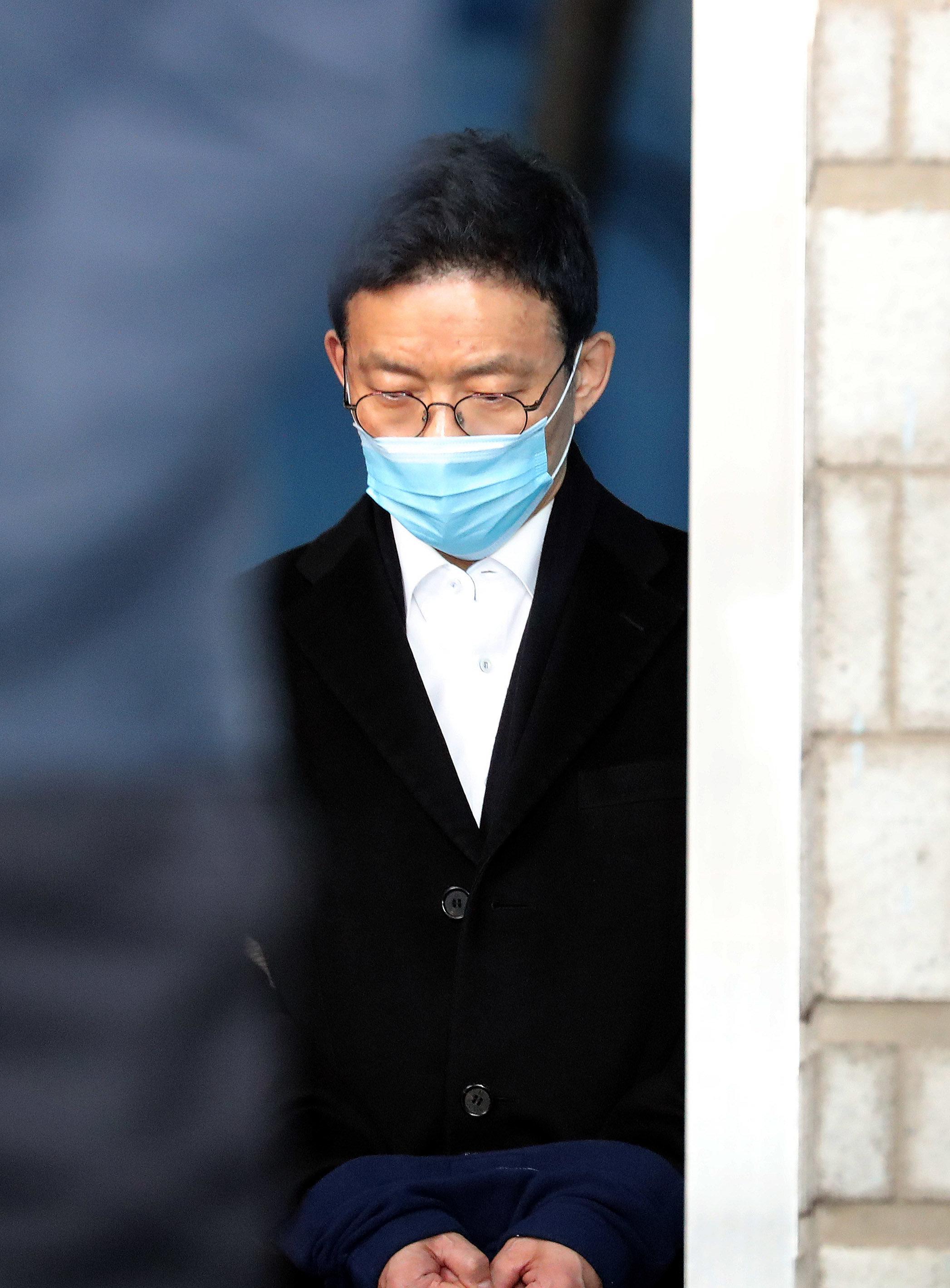 안태근 前 검사장이 법정 구속 직전 한숨 쉬며 한 말들