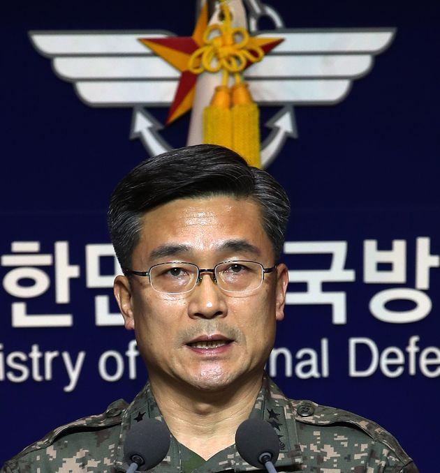 서욱 합동참모본부 작전본부장이 23일 서울 용산구 국방부 브리핑룸에서 일본 초계기 근접비행과 관련한 입장을 발표하고