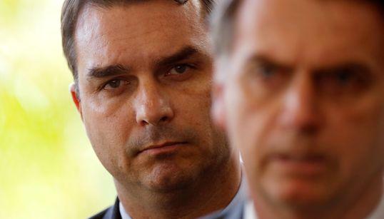 Caso Flávio mostra risco assumido por Bolsonaro ao permitir proximidade de filhos no