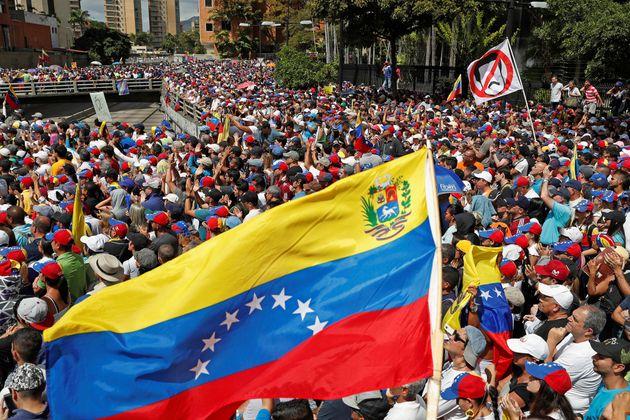 Βενεζουέλα: Αυτοανακηρύχθηκε πρόεδρος ο ηγέτης της