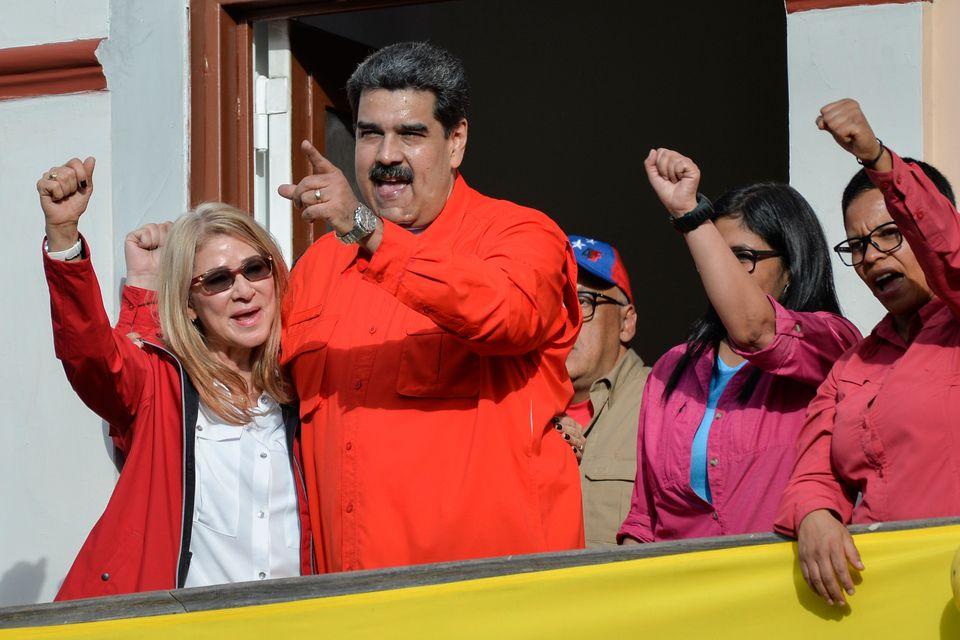 니콜라스 마두로 베네수엘라 대통령이 미로플라레스 대통령궁 앞 광장에 모인 지지자들에게 연설을 하고 있다. 카라카스, 베네수엘라. 2019년