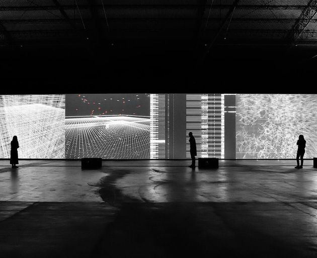 data.flux [12 XGA version ], audiovisual installation, 2017 © Ryoji Ikeda | Με την...