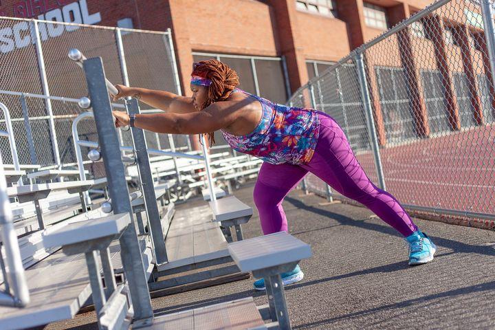 Latoya s'entraîne partout, aussi bien dans un stade que sur un tapis de course ou en pleine rue.