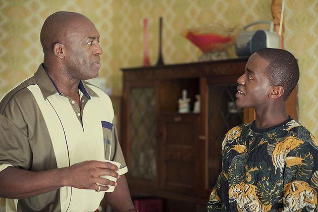 Ncuti Gatwa interpreta o jovem gay Eric que tem relação tensa com pai