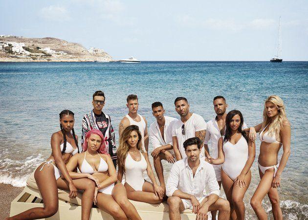 O elenco de 'LindsayLohan's Beach Club' em imagem publicitária divulgada pela
