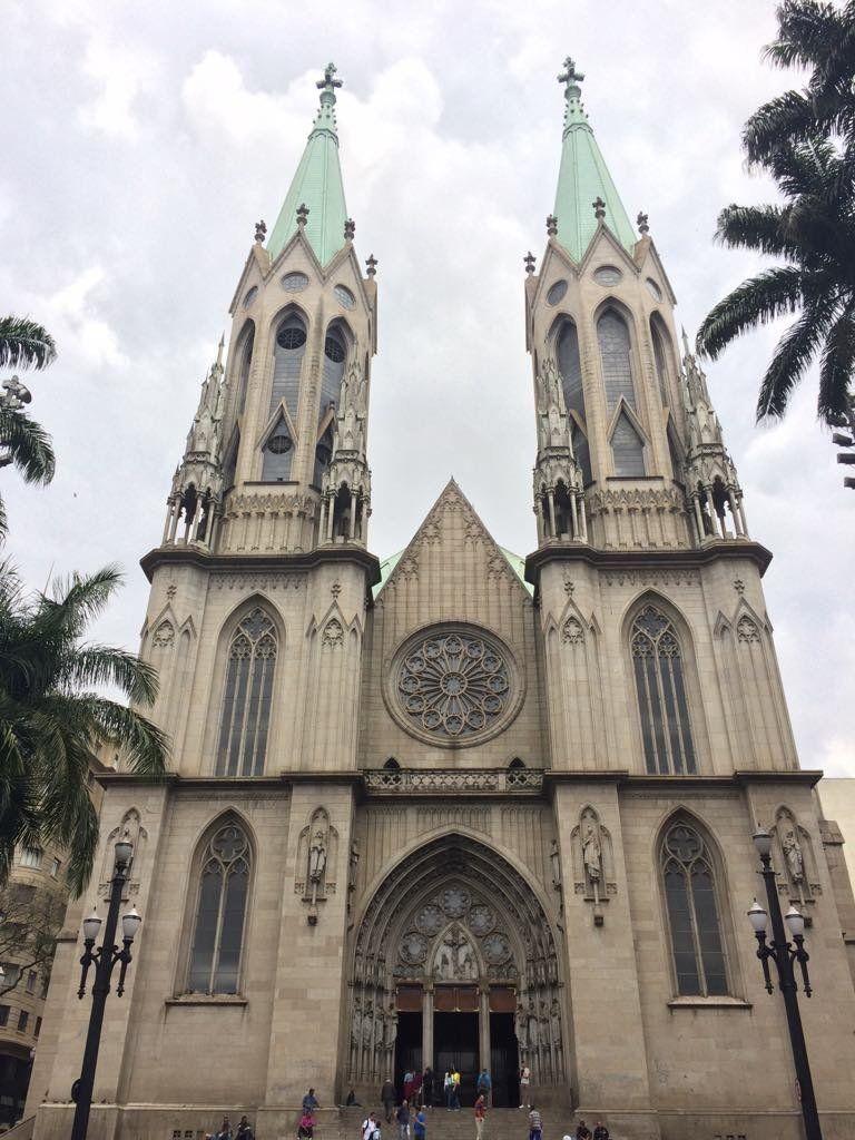 A Catedral da Sé fica na Praça da Sé, o marco zero de São