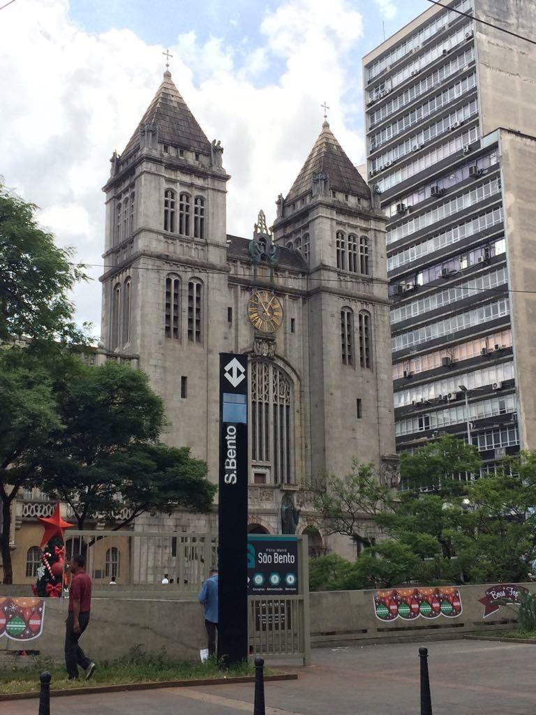 O Mosteiro São Bento tem programação de missas com canto