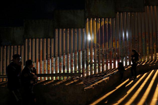 Οι ΗΠΑ ξεκινούν επαναπροωθήσεις αιτούντων άσυλο στο