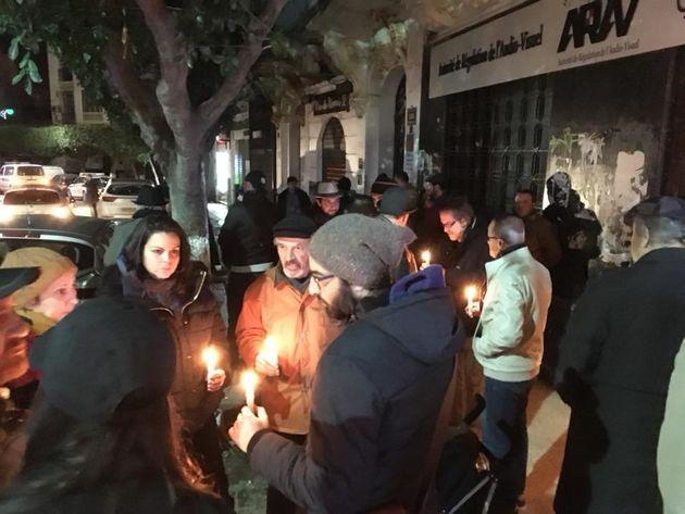 Veillée spontanée en hommage à Youcef Goucem devant le siège de