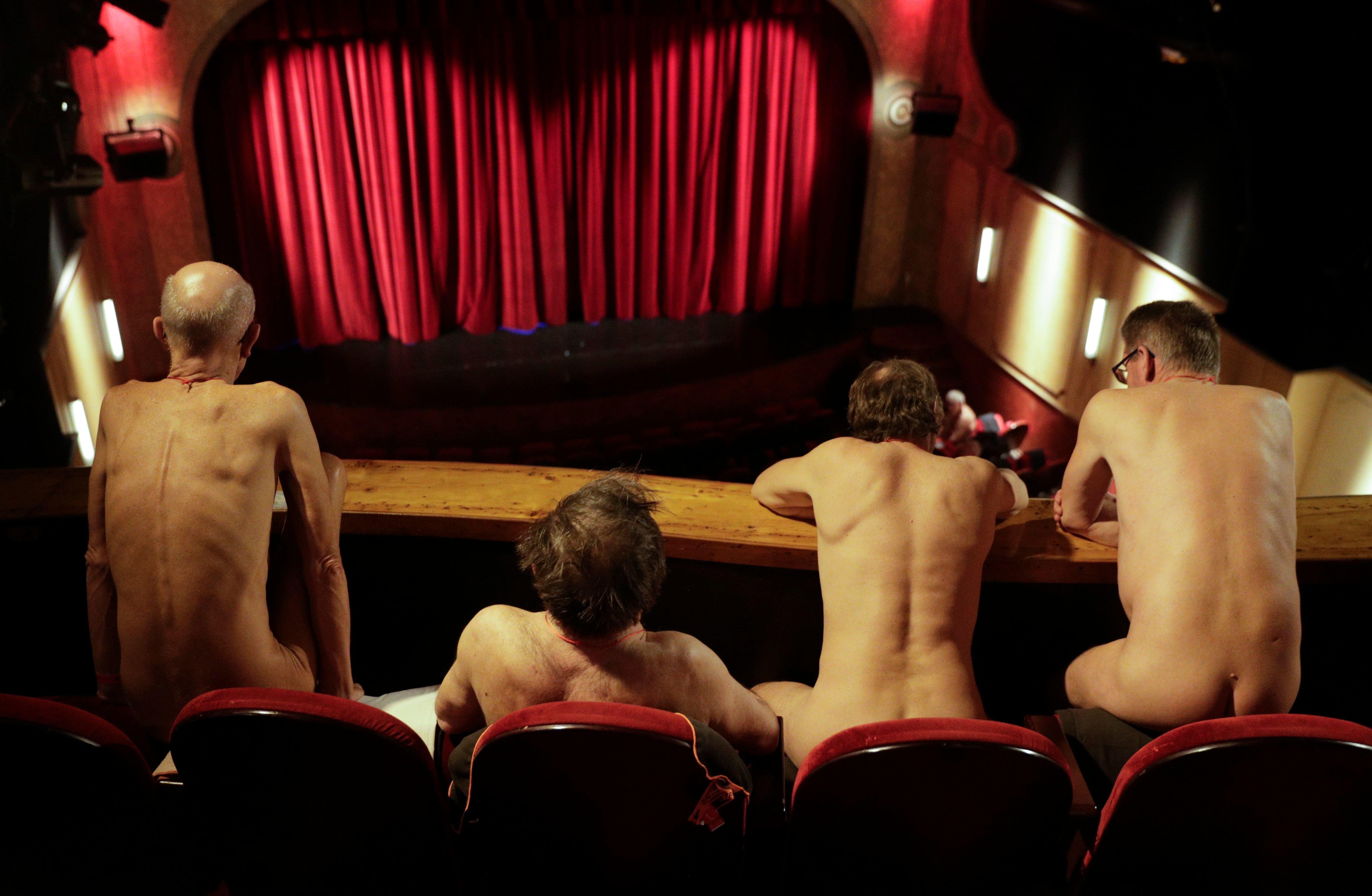 Σε αυτό το θέατρο γδύνονται και οι θεατές - όχι μόνο οι