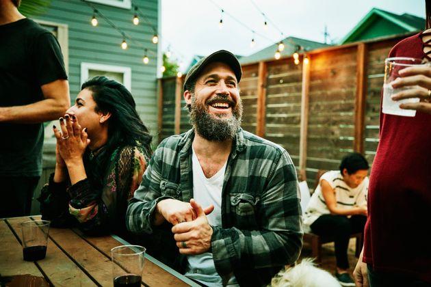 Το αίνιγμα του γέλιου: Τι κάνει 30 φορές πιο πιθανό να