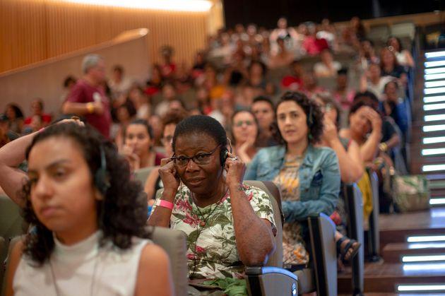 No Brasil, mulheres com filhos recebem até 40% menos do que as que não