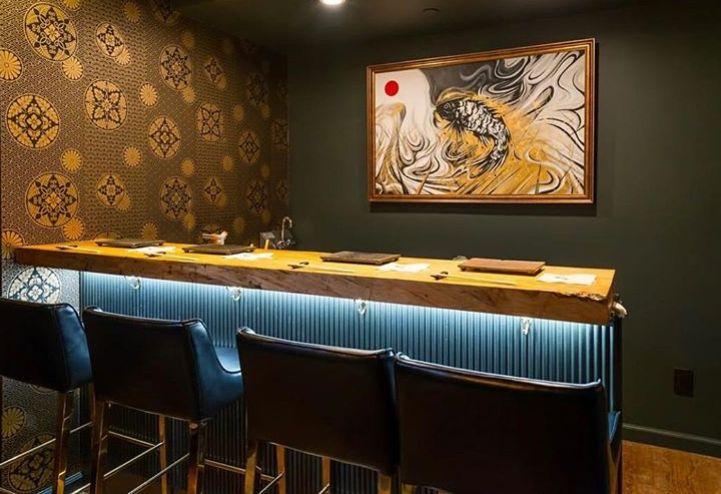 Στα άδυτα του κρυφού σούσι μπαρ στον 10ο όροφο