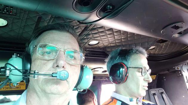O presidente Jair Bolsonaro e o governador de Minas Gerais, Romeu Zema, sobrevoam área atingida...