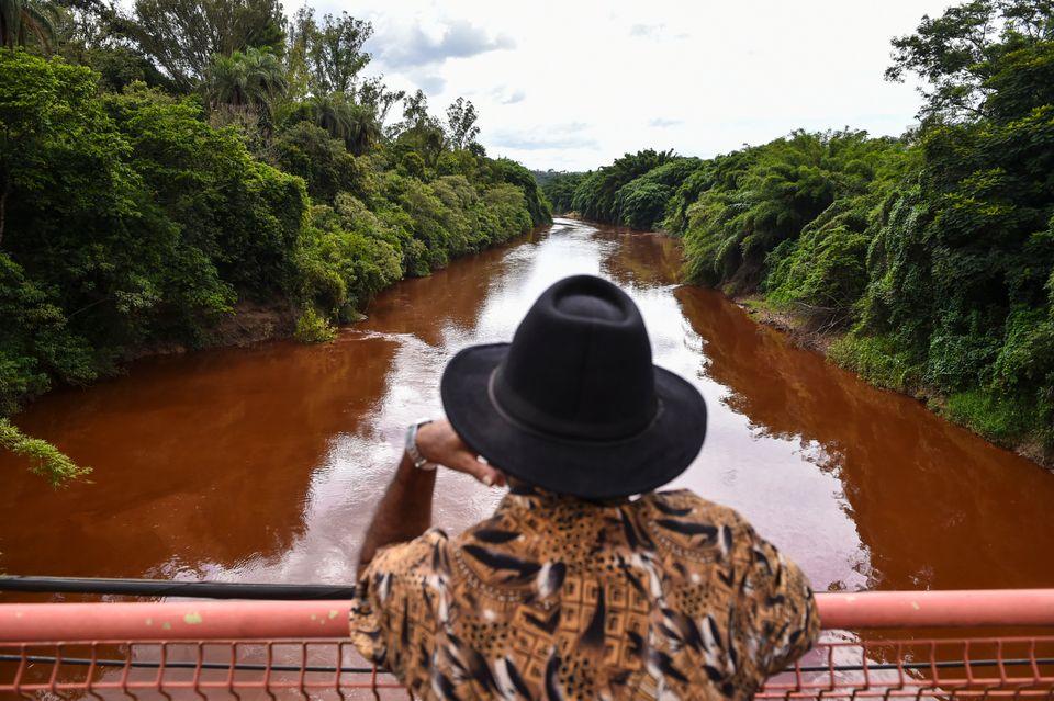 Rompimento de barragem em Brumadinholiberou cerca de 13 milhões de metros cúbicos...