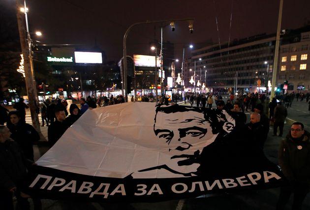 Σερβία: Χιλιάδες διαδηλωτές απαίτησαν να παραιτηθεί ο