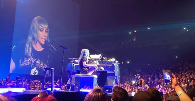 레이디 가가의 콘서트 무대에 브래들리 쿠퍼가
