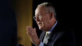 Senate Health, Education, Labor and Pensions Committee Chairman Lamar Alexander (R-TN) speaks about healthcare reform in Washington, U.S., October 18, 2017.   REUTERS/Joshua Roberts