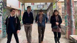 Ο Κώστας Μπακογιάννης με μαθητές στο συγκρότημα της