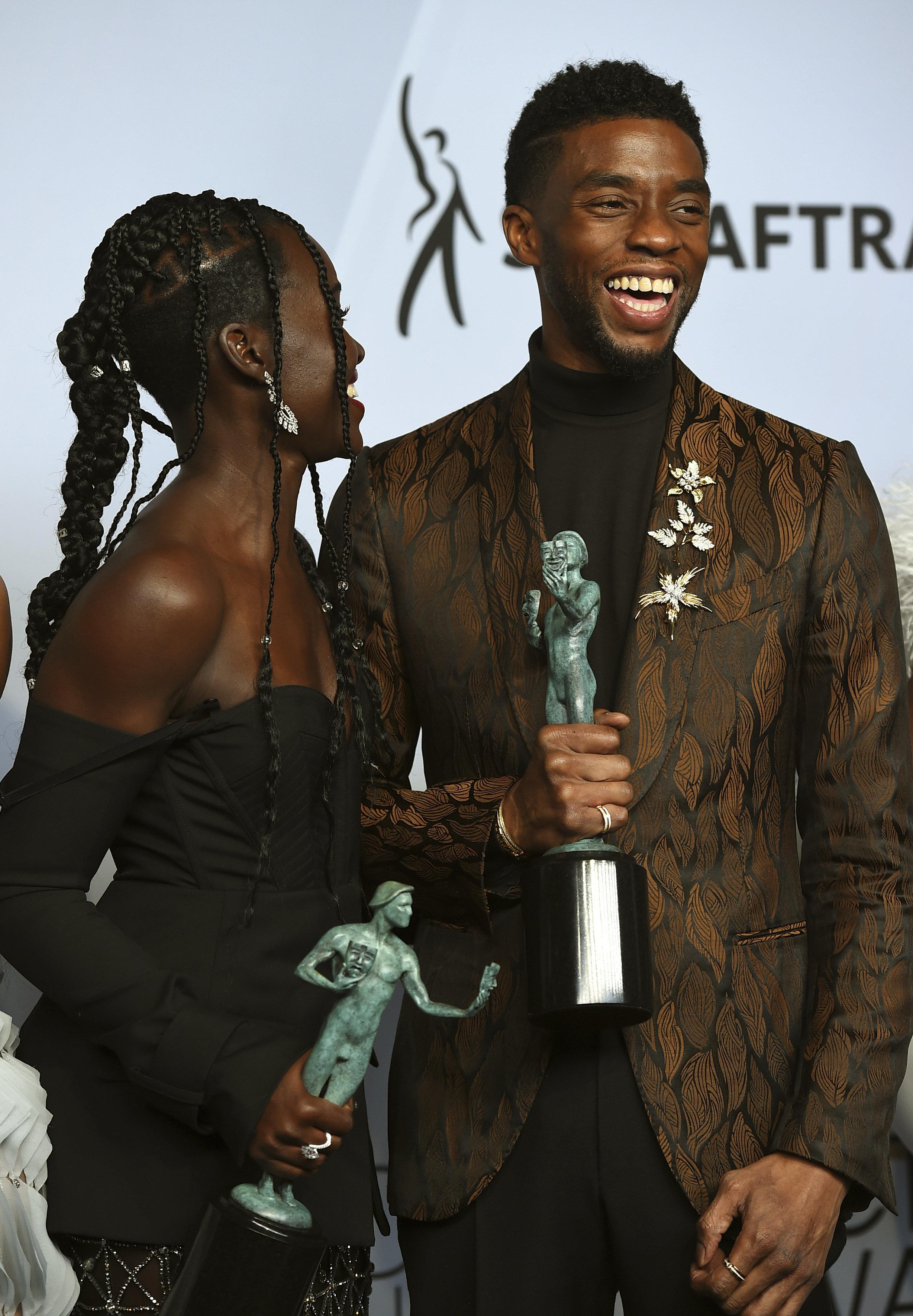 'Jovem, talentoso e negro': O discurso poderoso do astro de 'Pantera Negra' no SAG