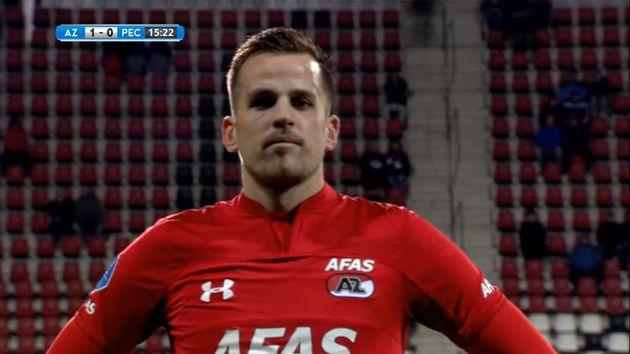 En championnat néerlandais, ce footballeur marocain marque un but sur un corner