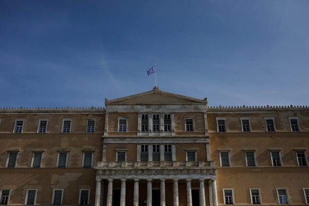Πώς αντιδρά η αντιπολίτευση στην ανακοίνωση της κυβέρνησης για αύξηση του κατώτατου