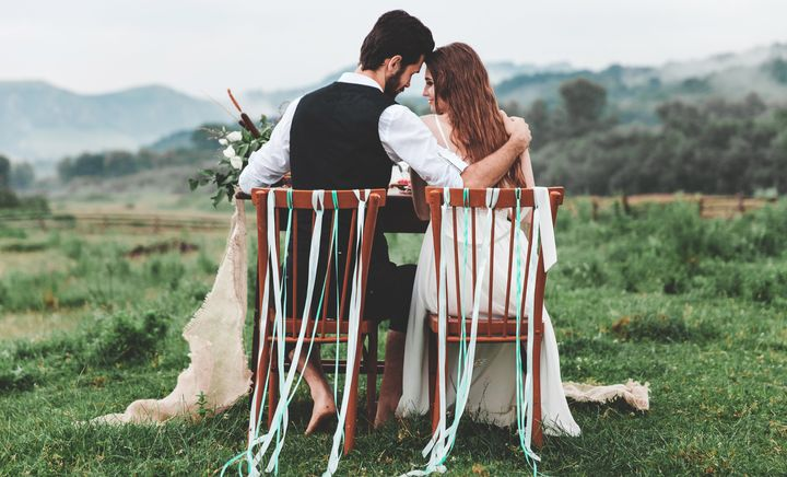 Experts share the signs that engaged couples should consider eloping.