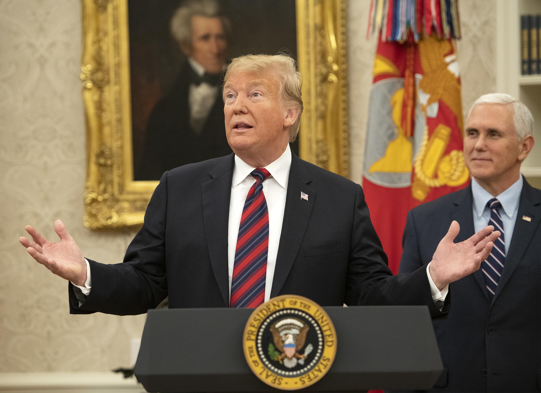 미국인 54%는 트럼프가 '국경 장벽' 집착을 멈춰야 한다고