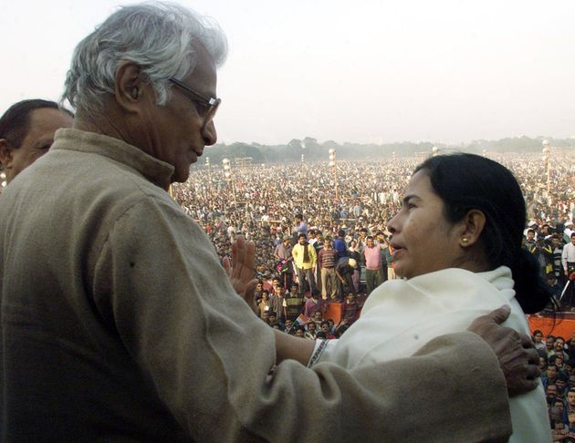 George Fernandes speaks with Mamata Banerjee, who was then an ally of the BJP, at a rally against the...