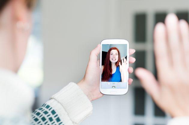 Μια δυσλειτουργία στο FaceΤime της Apple αφήνει τους χρήστες να κρυφακούν και να