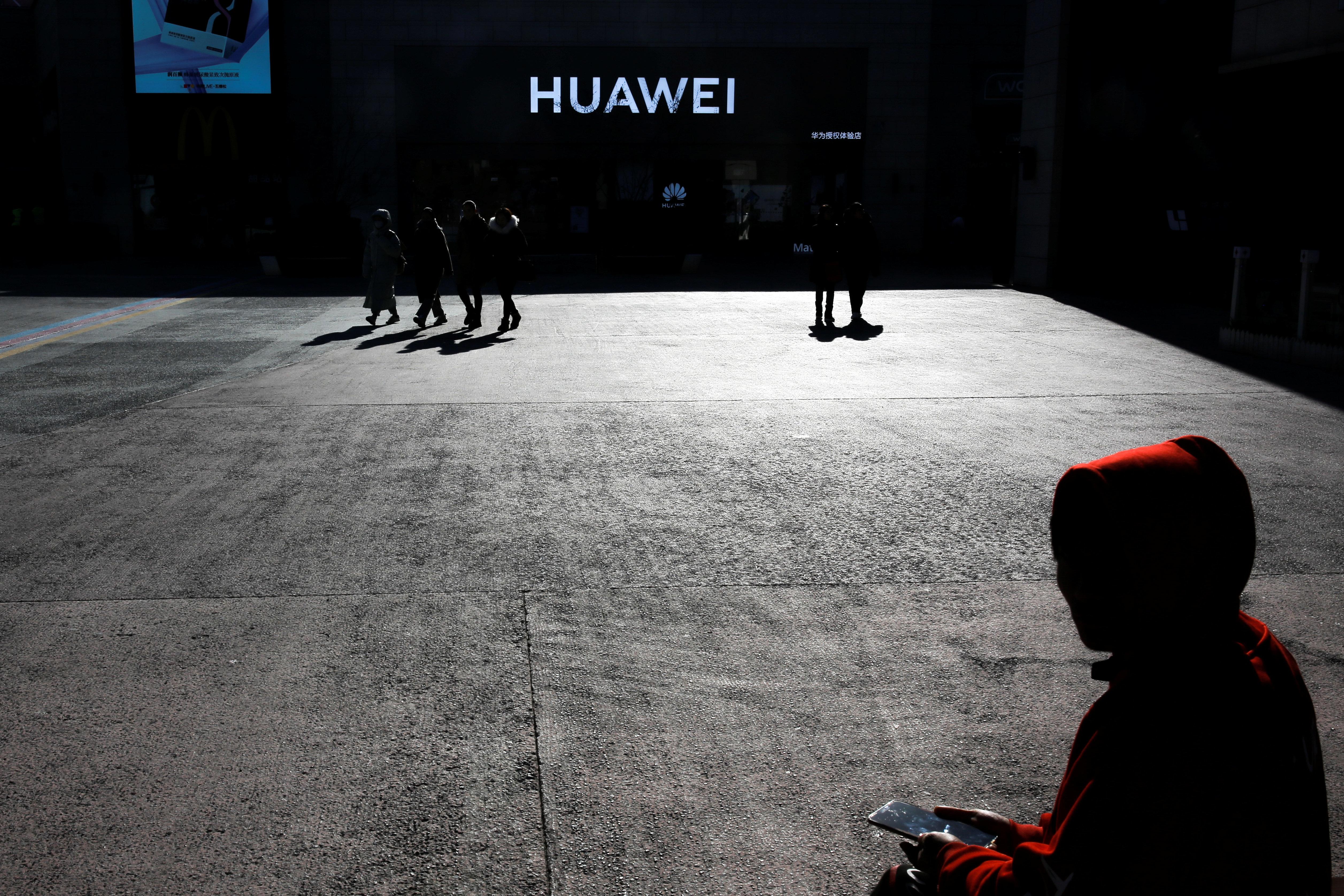 Crypto: Mία ιστορία κατασκοπείας, το κινητό σας και η μάχη ΗΠΑ - Κίνας για την