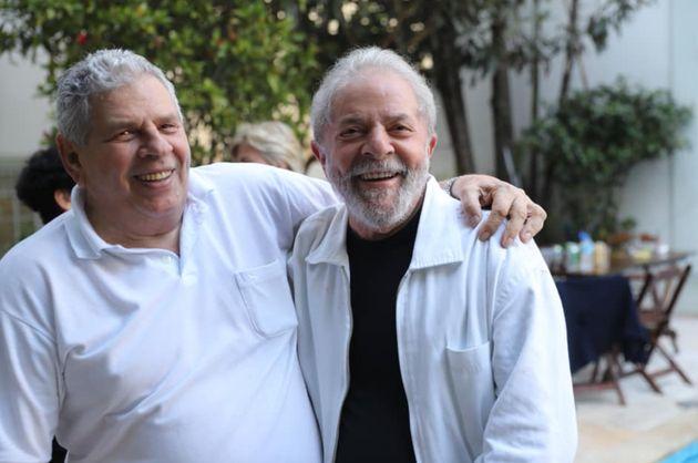 Lula com o irmão Vavá, em foto postada nesta terça-feira (29) nas redes sociais...