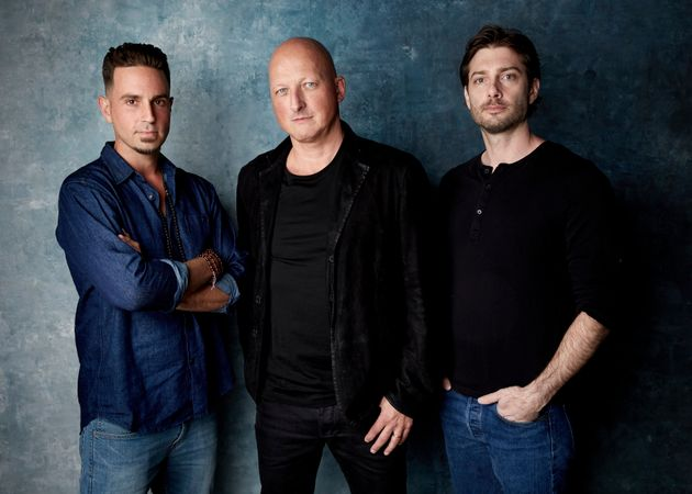 "Da esquerda para a direita: Wade Robson, Dan Reed e James Safechuck, de ""Leaving Neverland"",..."