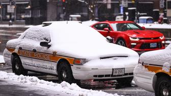 CHICAGO, USA - DECEMBER 24: A police car of State Police of Chicago, covered with snow, is seen after snowfall in Chicago, United States on December 24, 2017. The most snowfall the Chicago area has seen on December 24 was in 1918, when more than 7 inches of snow accumulated. (Photo by Bilgin S. Sasmaz/Anadolu Agency/Getty Images)