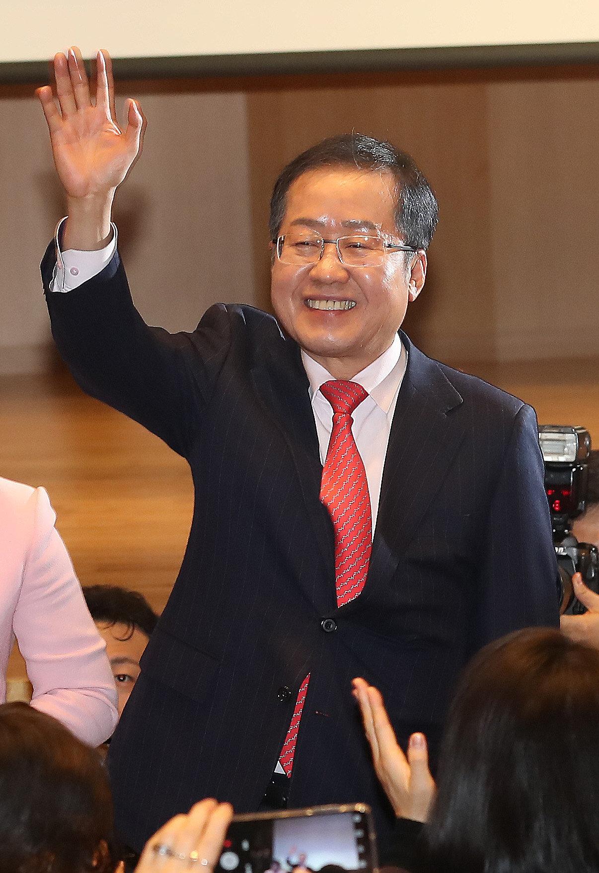 유영하가 자유한국당 전당대회를 앞두고 '친박 감별사'로