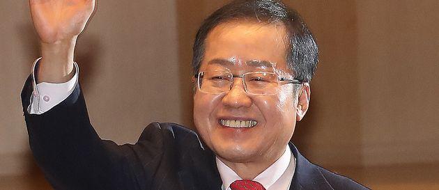 김경수 실형·법정구속에 대한 더불어민주당, 자유한국당, 법원 앞 보수단체, 경남도청, 홍준표의