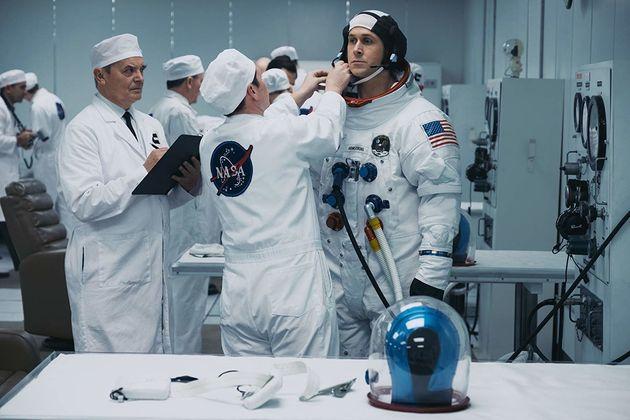 Ryan Gosling interpreta o astronauta Neil Armstrong no filme deDamien