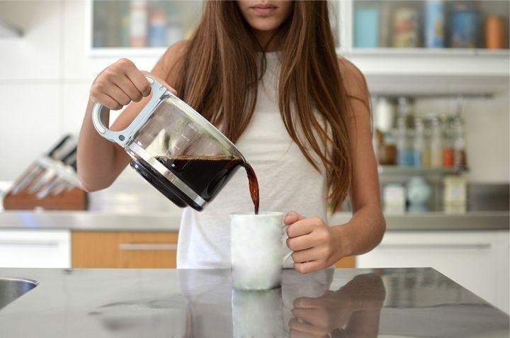 Mulheres que estão entrando no período pré-menstrual devem evitar café.