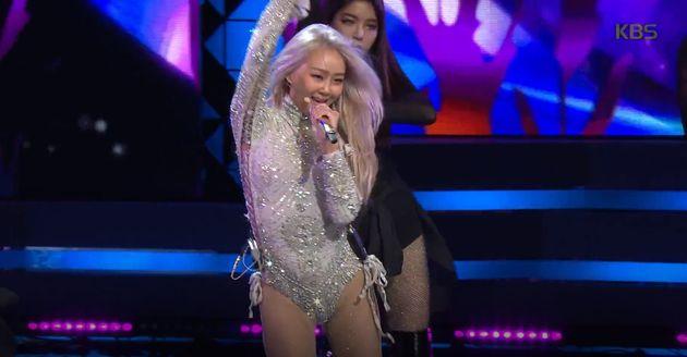 가수 효린은 'KBS 연기대상' 무대 의상이 화제가 될 줄은 전혀